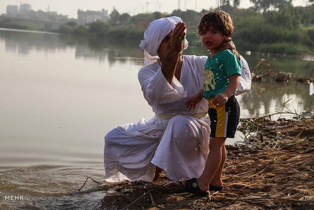 مراسم دینی اقلیت منداییها در خوزستان +عکس