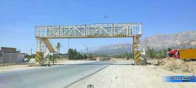 پل عابر پیاده که در مسیر پروژه قرار دارد و باید جابه جا شود