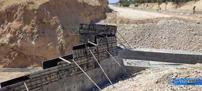 کمبود سیمان که باعث کند شدن و گاها توقف کامل ساخت پل های مسیر شده است