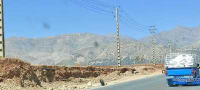 در بخشی از پروژه تیر های برق در وسط جاده تعریض قرار دارد . ضمن اینکه شبکه آبرسانی در مسیر هم باعث مزاحمت برای پروژه می شود و هم در معرض تخریب قرار دارند!